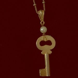 Vintage key necklace gold and pearl